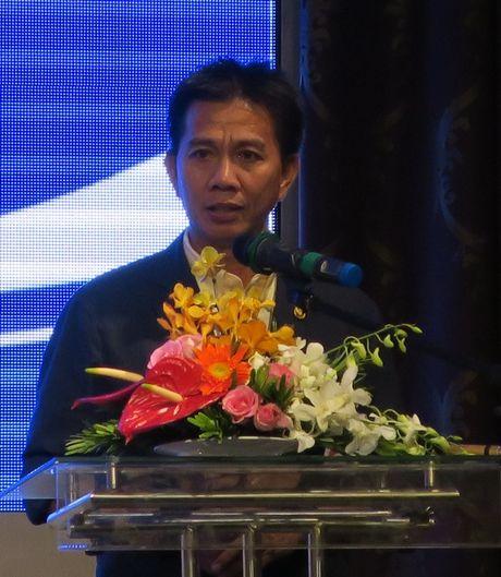 'Mua' tien thuong cho doi tuyen U19 Viet Nam - Anh 4
