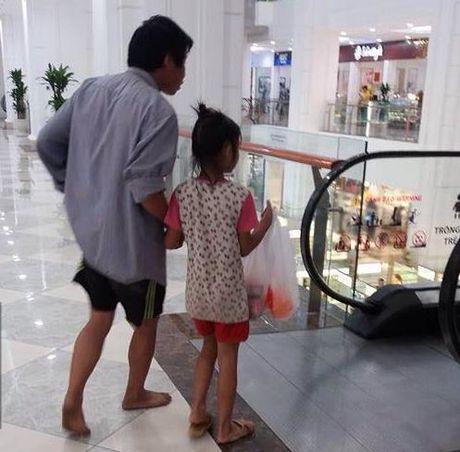 Nguoi cha ngheo doi bao nylon mua banh sinh nhat cho con - Anh 2
