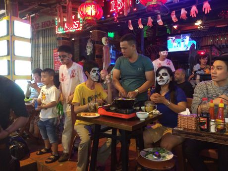 Thay ma Halloween nao dong pho Tay TP.HCM - Anh 2