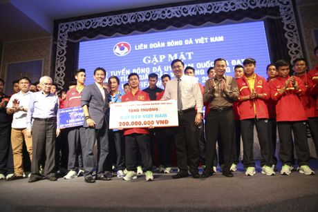 U19 Viet Nam nhan thuong ky luc 2,3 ty - Anh 14