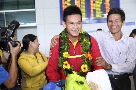 U19 Viet Nam nhan thuong ky luc 2,3 ty - Anh 4