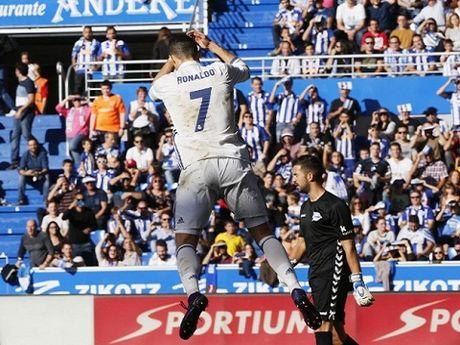Hang cong Real Madrid se khung khiep khi Ronaldo thuc giac - Anh 1