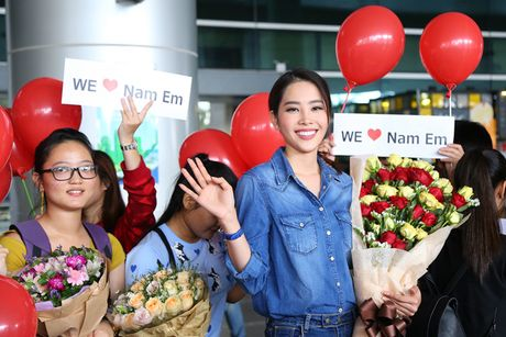 Nam Em tro ve sau Miss Earth trong vong vay cua nguoi ham mo - Anh 7