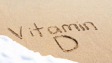 Tre nho thieu vitamin D, lon len de mac hen suyen va di ung - Anh 1
