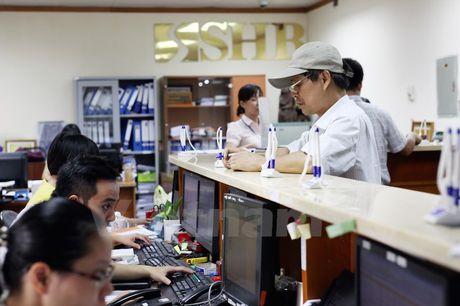 Chung khoan giang co, chi so VN-Index may man giu duoc sac xanh - Anh 1