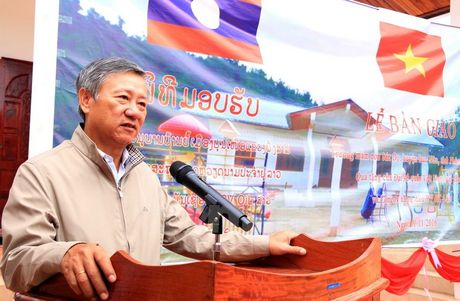 Dai su quan Viet Nam tai Lao xay Truong mam non tang tinh Phongsaly - Anh 2