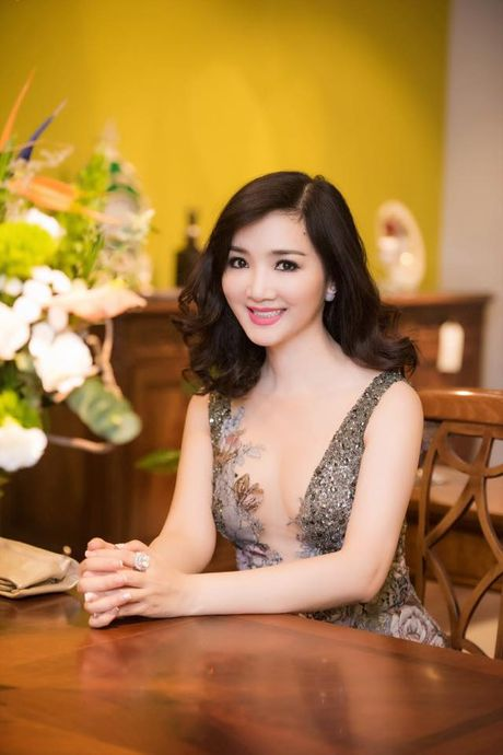 Giang My khoe anh tre hon gai 20 khien fan sung sot - Anh 10
