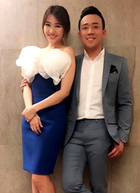 Giua on ao le cuoi, Tran Thanh cuc ngot ngao ben ban gai - Anh 8