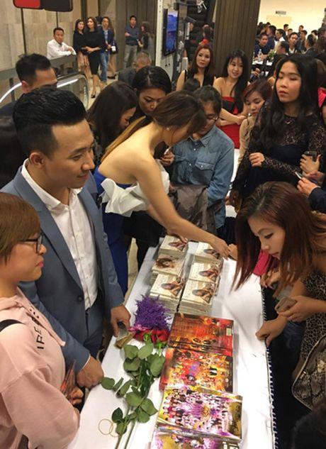 Giua on ao le cuoi, Tran Thanh cuc ngot ngao ben ban gai - Anh 9