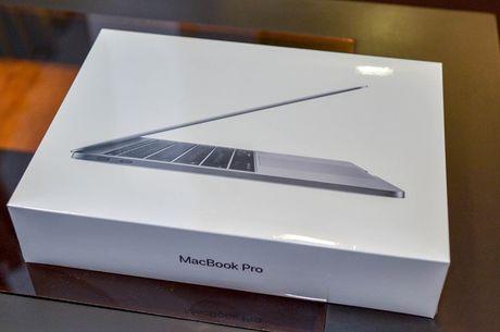 Can canh MacBook Pro 2016 gia 36 trieu dong - Anh 1