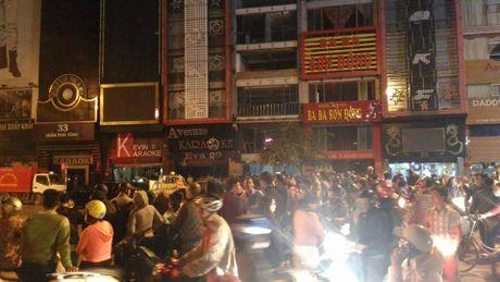 Cap nhat vu chay quan karaoke Tran Thai Tong: It nhat 4 nguoi chet - Anh 25