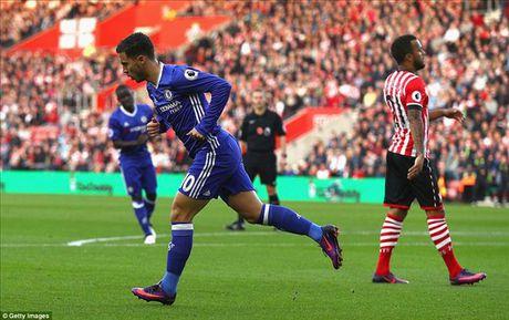 DHTB Vong 10 Ngoai Hang Anh: Su tro lai cua Aguero va Hazard - Anh 4