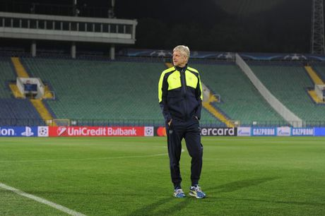 Wenger muon Arsenal len dinh - Anh 1