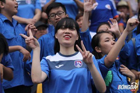 Fan nu 'dot lua' khan dai san Cam Pha - Anh 1