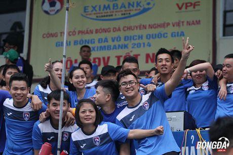 Fan nu 'dot lua' khan dai san Cam Pha - Anh 7