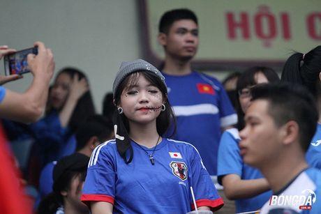 Fan nu 'dot lua' khan dai san Cam Pha - Anh 8