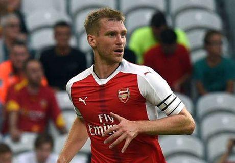 Mertesacker gui thong diep muon o lai Arsenal - Anh 1