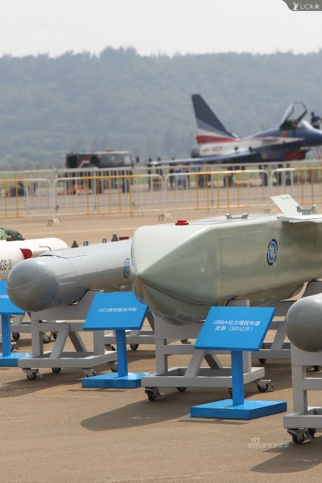 Trung Quoc lo kho vu khi 'khung' tren tiem kich J-10B - Anh 3