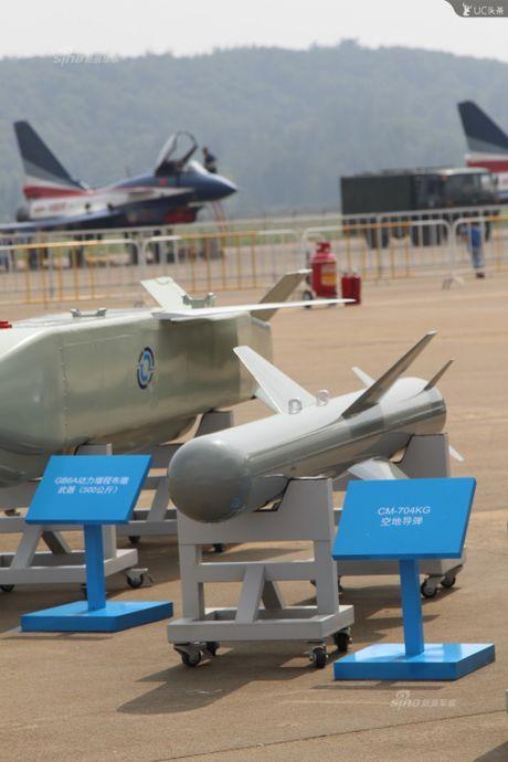 Trung Quoc lo kho vu khi 'khung' tren tiem kich J-10B - Anh 4