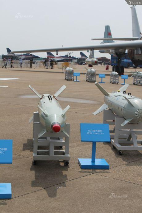 Trung Quoc lo kho vu khi 'khung' tren tiem kich J-10B - Anh 9
