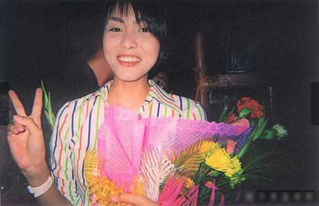 Hanh trinh tu 'co be lo lem' thanh doanh nhan thanh dat cua Ha Tang - Anh 4