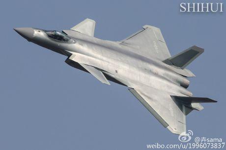 Tiem kich tang hinh J-20 lan dau pho dien truoc cong chung - Anh 4