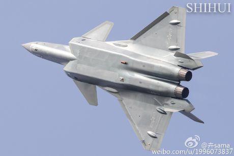 Tiem kich tang hinh J-20 lan dau pho dien truoc cong chung - Anh 5