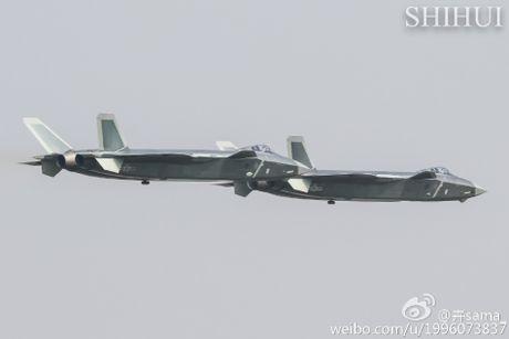 Tiem kich tang hinh J-20 lan dau pho dien truoc cong chung - Anh 6