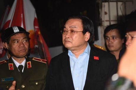 Bi thu Thanh uy Hoang Trung Hai truc tiep toi hien truong vu chay tai pho Tran Thai Tong chi dao khac phuc hau qua - Anh 1