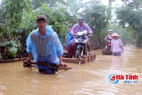 Nguoi dan mien Trung lai chat vat doi pho voi lu - Anh 3