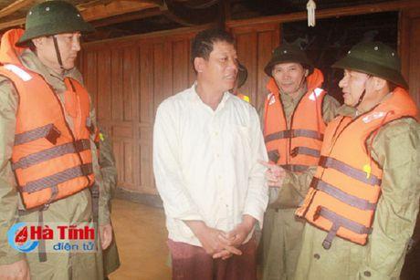 Nguoi dan mien Trung lai chat vat doi pho voi lu - Anh 7