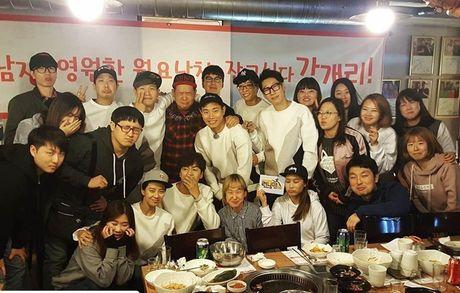 Sao Han 1/11: G-Dragon boi mat den xi doa ma, Hyo Rin vo tu de lo tran rong - Anh 4