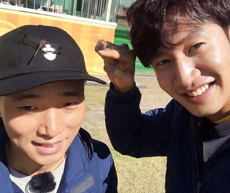 Sao Han 1/11: G-Dragon boi mat den xi doa ma, Hyo Rin vo tu de lo tran rong - Anh 5