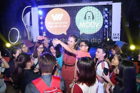 Khanh Ngan The Face 'chay' het minh trong tour 'Hoa chung nhip dap' - Anh 2
