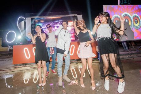 Khanh Ngan The Face 'chay' het minh trong tour 'Hoa chung nhip dap' - Anh 4