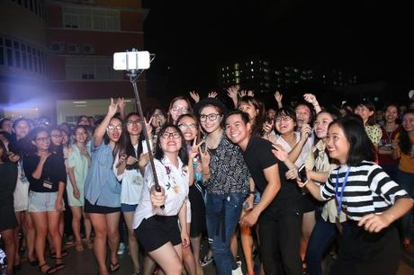Khanh Ngan The Face 'chay' het minh trong tour 'Hoa chung nhip dap' - Anh 6