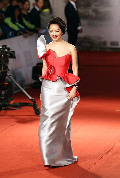 My Linh mac dam ho nguc bao 'doi dau' Phuong Trinh - Anh 8