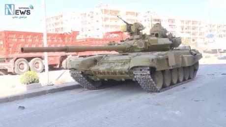 Syria: T-90 Nga den Aleppo doi choi chien dich cua 16.000 phien quan - Anh 1
