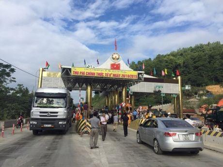 Nong: Can bo kiem lam danh NV tram thu phi QL6 Hoa Lac - Hoa Binh - Anh 2