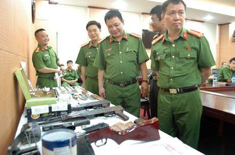 Vu nhan vien nha nghi bi ban chet: Phat hien 'kho sung' cua cac nghi pham - Anh 3
