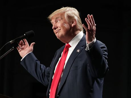 Tin cuoi ngay: Ong Trump duoc FBI 'giai oan', ba Clinton tiep tuc dinh them be boi - Anh 1