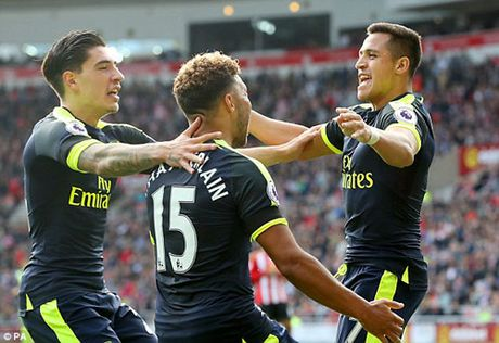 """Arsenal: """"Thang 11 ac mong"""" hay giac mong ba vuong - Anh 2"""