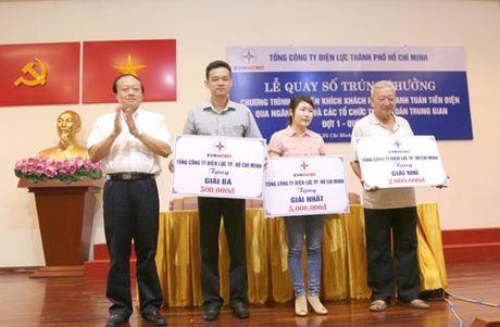 EVN HCMC trao thuong khach hang thanh toan qua NH - Anh 1