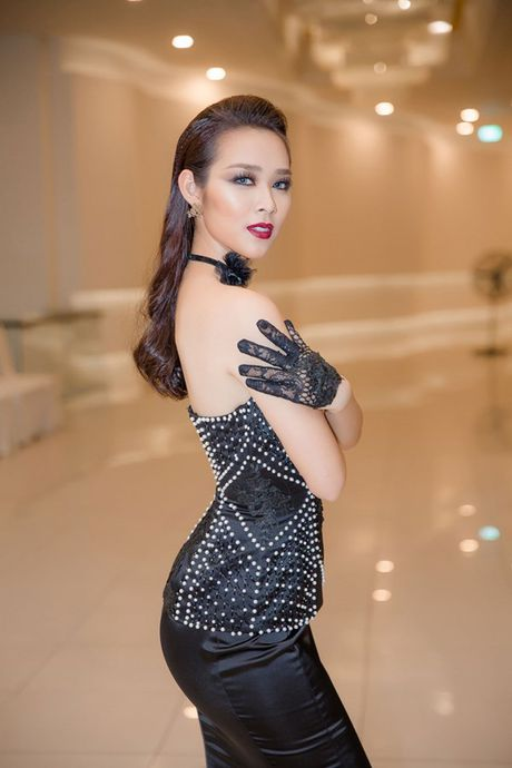Ngai 'canh nong', A hau Huyen My nhuong vai dien cho Diep Bao Ngoc - Anh 1