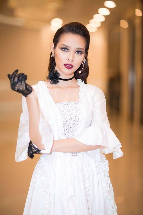 Ngai 'canh nong', A hau Huyen My nhuong vai dien cho Diep Bao Ngoc - Anh 3