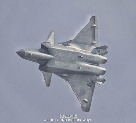 Sieu tiem kich J-20 cua Trung Quoc 'xuat dau lo dien' - Anh 10