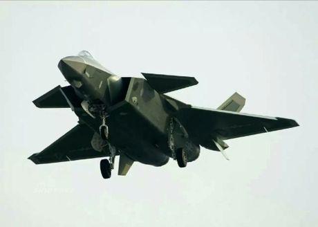 Sieu tiem kich J-20 cua Trung Quoc 'xuat dau lo dien' - Anh 12