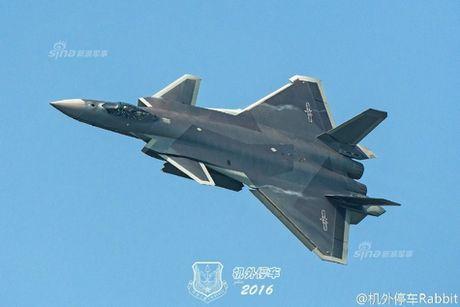 Sieu tiem kich J-20 cua Trung Quoc 'xuat dau lo dien' - Anh 13