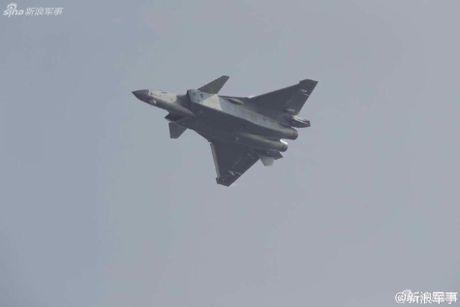 Sieu tiem kich J-20 cua Trung Quoc 'xuat dau lo dien' - Anh 2