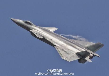 Sieu tiem kich J-20 cua Trung Quoc 'xuat dau lo dien' - Anh 9